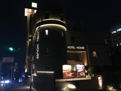 88bb53554784 オシャレです☆『このホテルに行くこと自体が素敵なデートになる』、そんな、ハイセンスなホテルです。外観も、周りにホテルが密集しています が、その中でもシンプル!